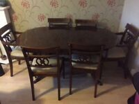 Extending dinning table with 6 chairs.