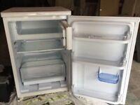 Hotpoint small fridge freezer ( like new )