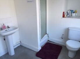 SINGLE ROOM - FREE 04.11.16 IN THE TOWN CENTRE