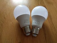2x 8.5W (60W equivalent 800 Lumen) LED ES Bulbs