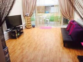 A huge double room to let in Woodford