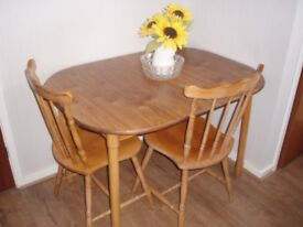 Extendable dining room Table with 4 chairs