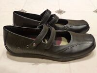"""Clarks Bootleg """"No Games"""" Girls School Shoes - Black Leather - Size 6.5 F - BRAND NEW"""