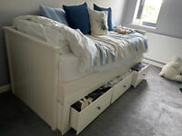 White Wood Convertible Bed that can also be used as a daybed