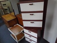 2 bedside cabinets with 3 drawers.