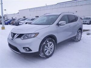 2016 Nissan Rogue SV | Roof | Heated Seats | NO Accidents!