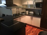short term double room is available Great central location Gloucester road/ Earls court