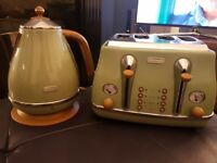 Delonghi olive coloured kettle and toaster