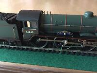 Hornby OO steam loco Everton in glass case