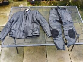 Full set of leathers (34/36 waist 38/40 chest) high vis jacket, boots, helmets, gloves