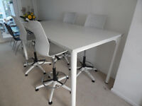 High meting table in white c/w 4 draughtsman high chairs