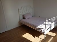 LARGE Double Room / All Bills Inc / Poplar Area, Minutes From DLR Station / Available 28th March !!
