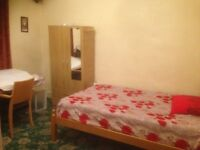 Double Rooms to Rent in a Sharing House in Leyton E10 7LH - All bills included-