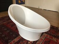 Shnuggle baby bath tub with bum rest & foam back support. Suitable from birth to 12 months.