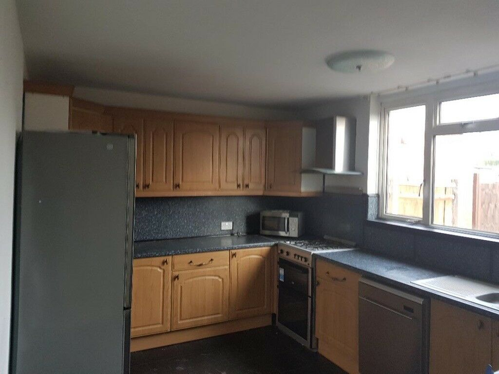 3 Bedroom house ideal for a familyLocated in Slough SL3