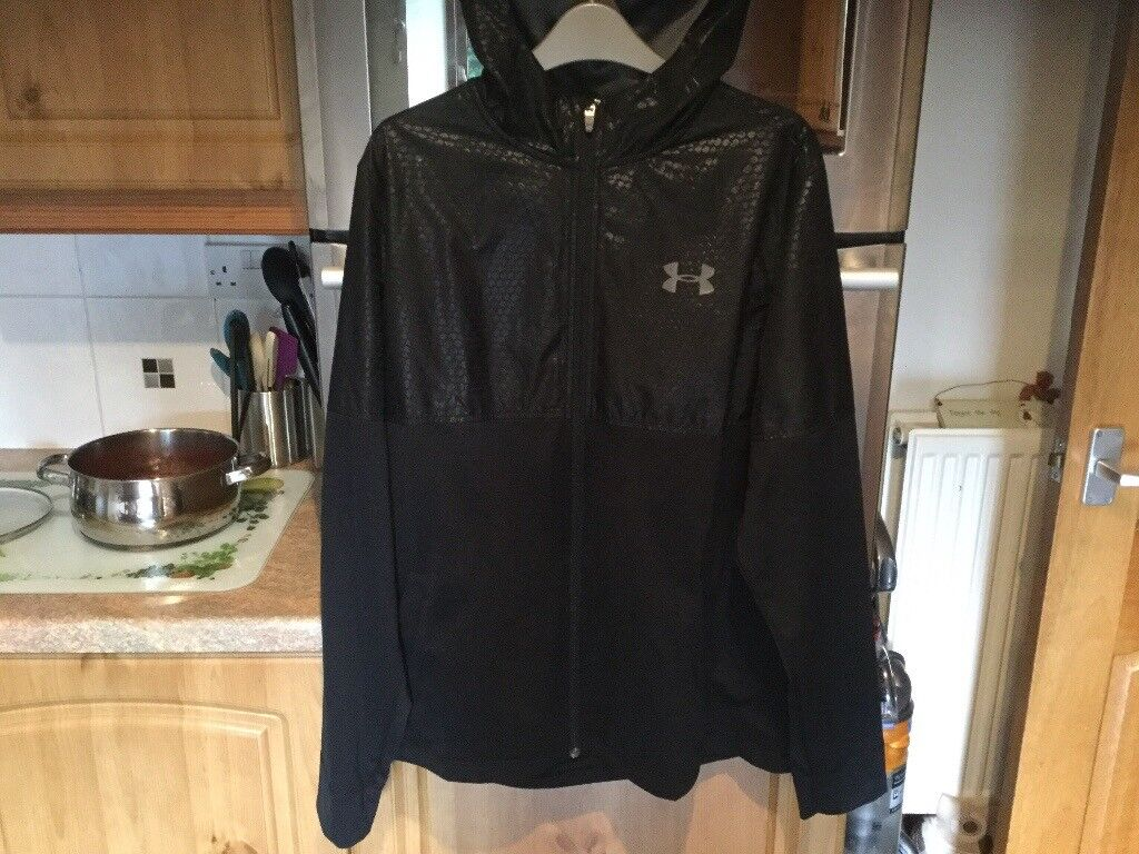 UNDER ARMOUR all seasons gear black zipper top with hood size LG/G/G. About 59 cms pit - pit.