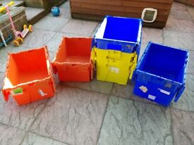 6 x Storage tubs with lids.
