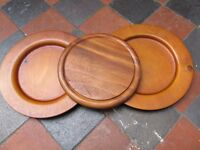 WOODEN PLATES & CUTTING BOARD
