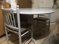 Extendable Dining table set with chairs can deliver