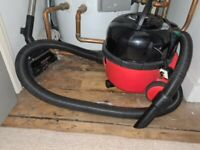 Vacuum Cleaner - Henry