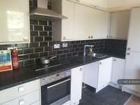 Studio flat in Lesney Park Road, Erith, DA8 (#1135404)