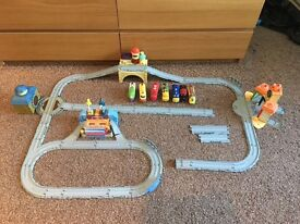 CHUGGINGTON TRAIN SET WITH TRAINS