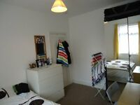 Double Room in a clean house, close to all transport. All bills included.