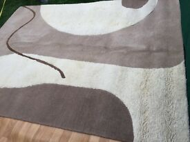 STUNNING LARGE RUG (NATURAL COLOUR) EXCELLENT CONDITION!!
