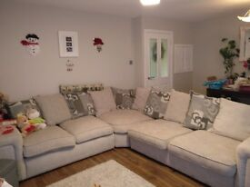 3 by 2 Scatter back, smoke free and pet free home. Great condition. Can deliver in Glasgow for free.