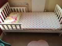 Beautiful toddler bed with matching bed bundle