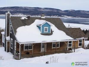 460 000$ - Maison à un étage et demi à vendre à Gaspé