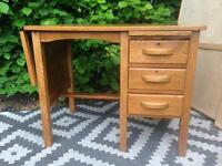Oak desk / vintage teach