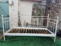 Beautiful parisian vintage day bed / outdoor furniture