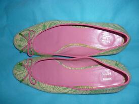 Tommy Hilfiger Flat shoes - size 6