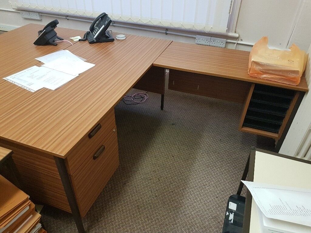 Desk with right hand extension #075