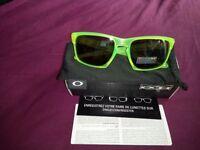 RRP £170 Oakley Sliver Sulphur OO9262-14 Prizm Polarised uranium Mens Sunglasses