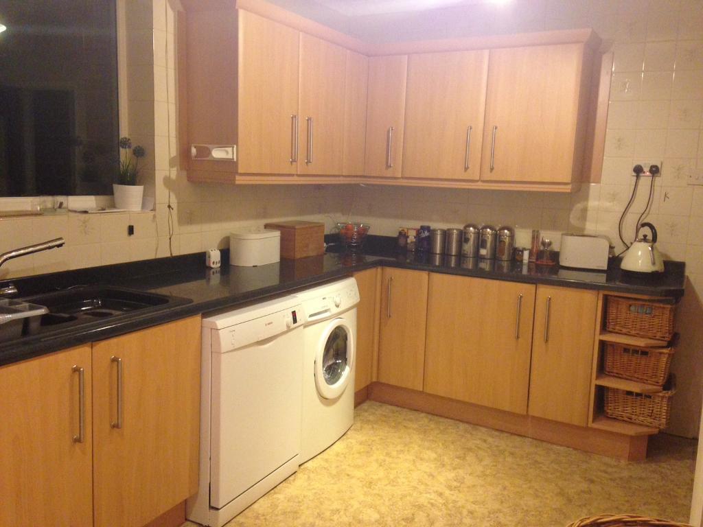 Complete beech style kitchen units 16 appliances in for Complete kitchen units