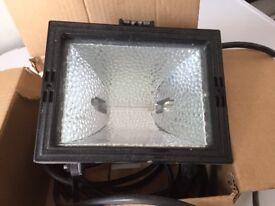 500 watt halogen light with spare bulb