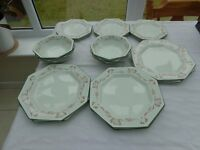 18 piece dinner service - dinner plates, side plates and bowls. Brand new.