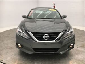 2017 Nissan Altima * 2.5 SV * TECH * TOIT * MAGS *