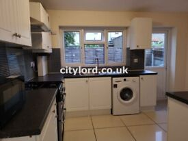Spacious 5 Beds HMO House in London E14, close to Stepney Green & Mile End Park