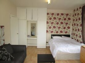 Holiday / Short Term / Marble Arch / central London / A very spacious studio apartment,sleeps 2