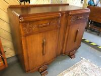 Beautiful vintage oak sideboard circa 1930s