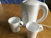 RUSSELL HOBBS white travel kettle with 2 matching cups