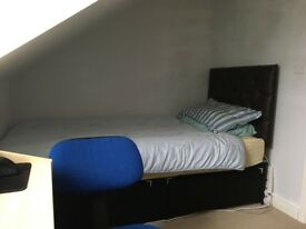1 ROOM to rent in terrance house