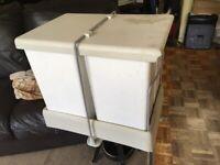 Fitted kitchen bin