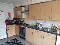 Double Bedroom on main cowley road in nice and clean flat Shops and buss stop on walking distance