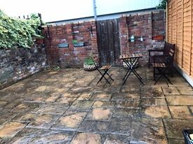 Good sized double room in St. Werburghs BS2 for £415pcm + bills