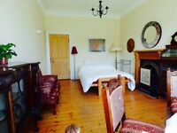 Lovely large room in central Edinburgh overlooking a quiet park.
