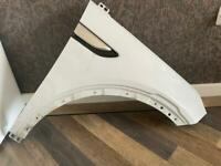 Land Rover o/s front wing